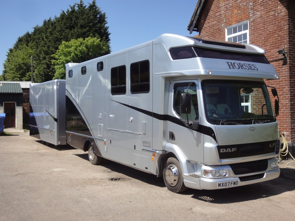 KM Horseboxes | Welcome!